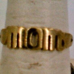 10K Yellow Gold Ladies Fashion Word Ring Mom 1.5 G